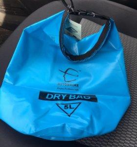 Водоеипроницаемый рюкзак