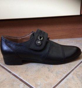 Женские классические ботинки (новые)