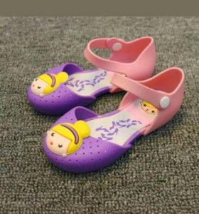 Туфли новые р.24