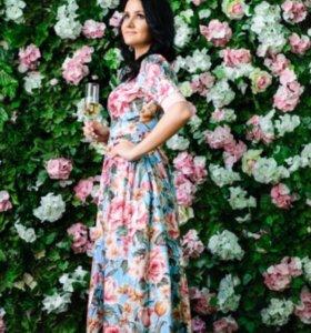 Длинное цветастое платье в пол
