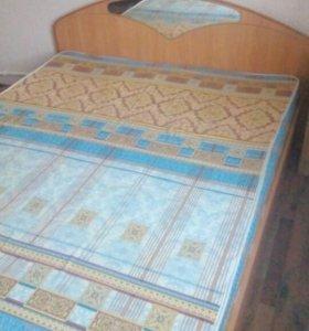 Кровать двуспальная с матрасом