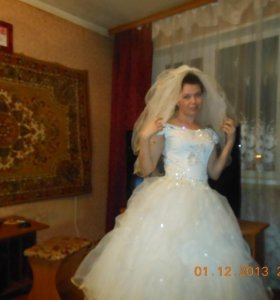 Свадебное платье. Новое. Обменяю на куртку весна.
