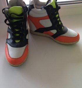 Обувь(сникерсы)от Keddo