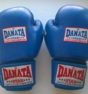 Боксерские перчатки Danata 12oz