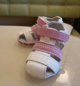 Новые сандали, 22 р