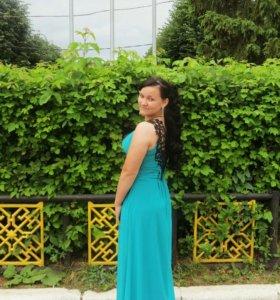 Платье бирюзовое с кружевом