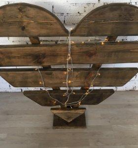 Сердце деревянное с гирляндой