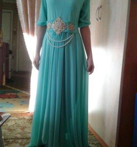 Длинное бирюзовое платье