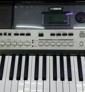 Yamaha psr -e 443