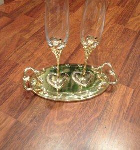 Свадебные бокалы с подносом.