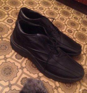 Продам мужские ботинки