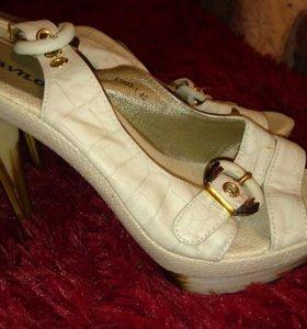 Туфли - босоножки кремовые