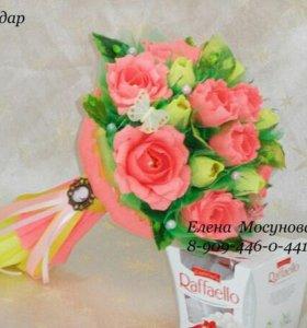 Букет из 17 цветов с конфетами