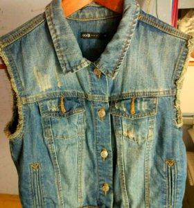 Новая джинсовая жилетка Oodji