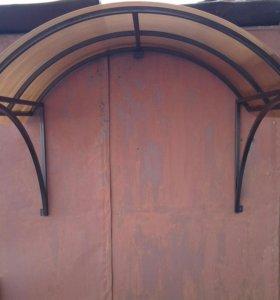 Козырьки над дверью