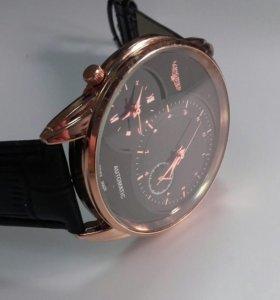 Кварцевые часы с двумя механизмами