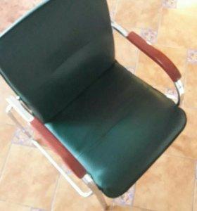 Продам стулья для офиса 3 штуки