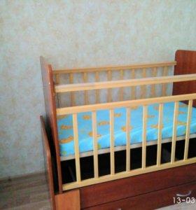 Детская кроватка-трансформер с маятником