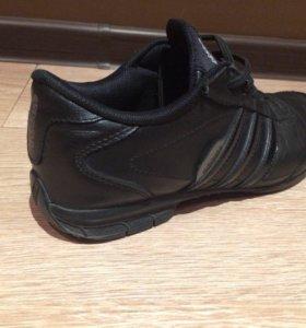 Продам кроссовки кожаные