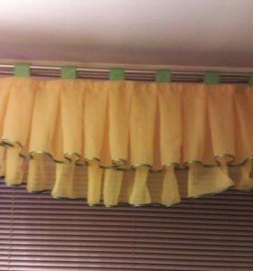 Короткая штора на кухонное окно  89242491200