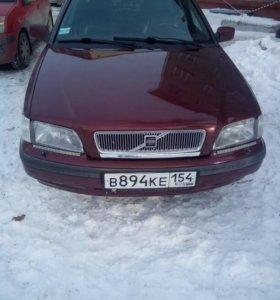 Автомобиль Вольво S40