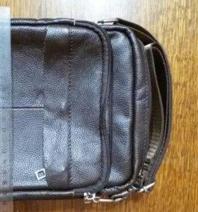 Кожанная сумка с ремешком через плечо