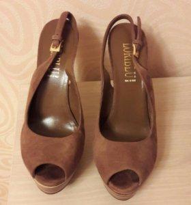 Туфли Loriblu 38.5 размера