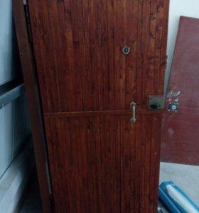 Дверь входная металлическаяб/у