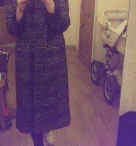 Пальто очень стильное!