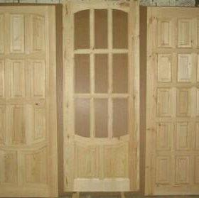 Межкомнатная дверь деревянная с коробкой