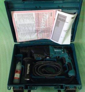 Перфоратор трехрежимный Makita HD 2610 с насадками