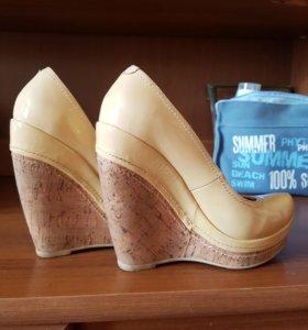Лаковые кожаные туфли, 35 размер
