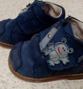 Ботинки на мальчика р18