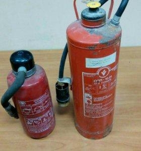 Два огнетушителя