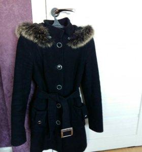 Пальто черное с капюшоном