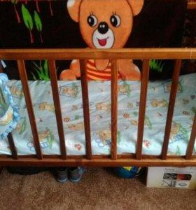 Кроватка обычная деревянная