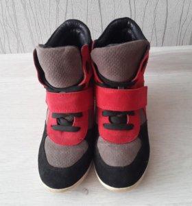 Кроссовки Ботинки на танкетке Basconi