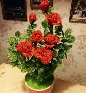 Куст розы из бисера в горшке