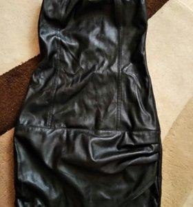 Платье из кожзама без бретелек