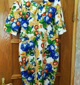 Платье с синими цветами