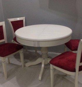 Стол и стулья в классическом стиле