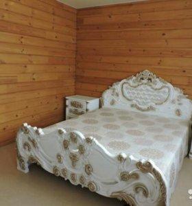 Спальный гарнитур из массива натурального дерева.
