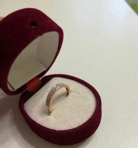Зототое кольцо с бриллиантами