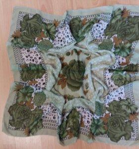 Платок зеленый с розами