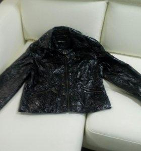 Лаковая куртка р-р 48 и плащ в подарок!!!