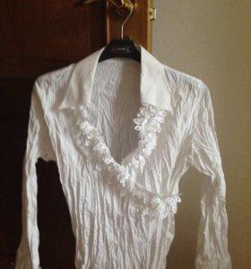 Нарядная блузка белого цвета