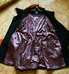 Пальто 44-46 черное с эффектной подкладкой