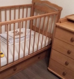 детская кроватка, комод для пеленания, матрас