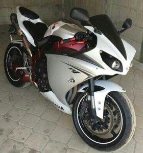 Yamaha R1 2010 год