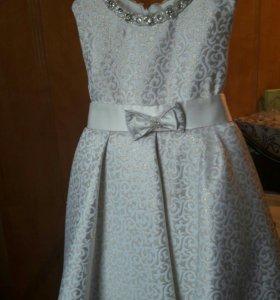Новое платье на 3-4 года.